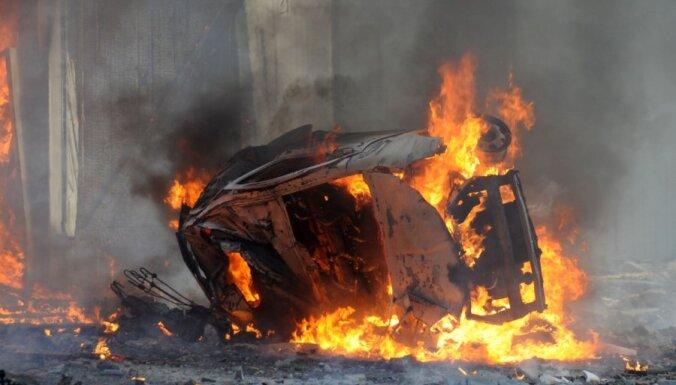 Policijas auto uzbraucot uz mīnas, Afganistānā gājuši bojā 10 likumsargi
