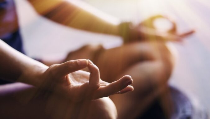 """Выживут те, кто перейдут на новый """"уровень"""": жителей Латвии приглашают на коллективную медитацию"""