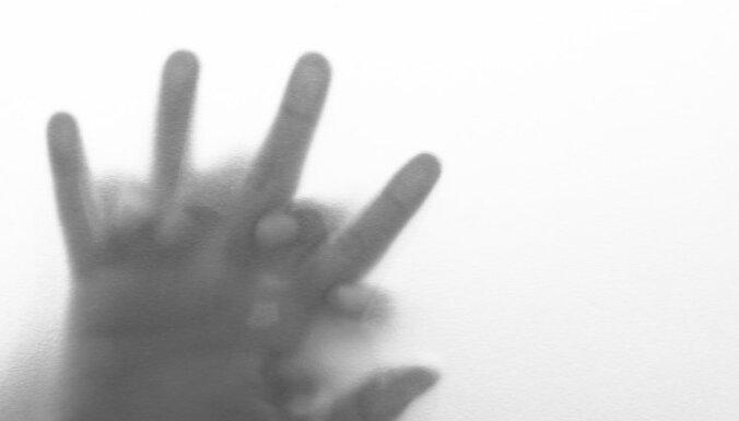 ФБР помогло найти педофила из Латвии, который насиловал 6-летнюю родственницу, выставляя видео в интернете
