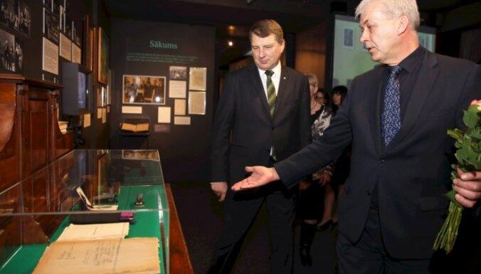 Foto: Smiļģa muzejā atklāta Nacionālā teātra simtgadei veltīta izstāde
