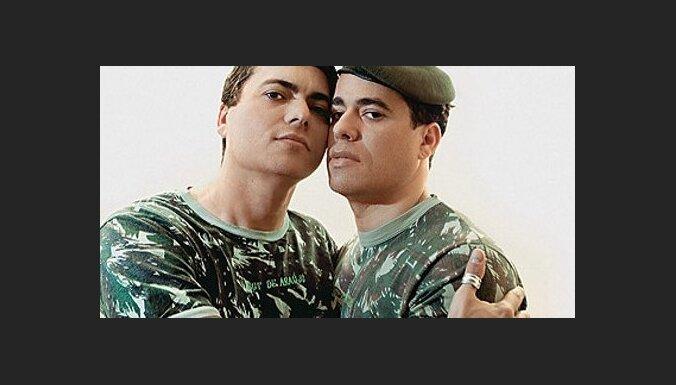 Пентагон уравняет гей-пары с гетеросексуальными