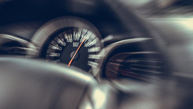 Лихач на Mercedes Benz превысил скорость на 70 км/ч