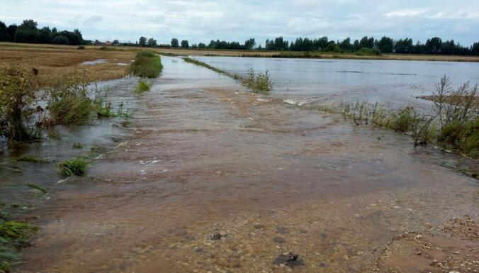 EK sniegs atbalstu lietavās cietušajiem Latvijas zemniekiem