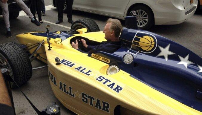 Video: 'Pacers' pieteikumu rīkot NBA Zvaigžņu spēli atved ar 'Indycar' bolīdu