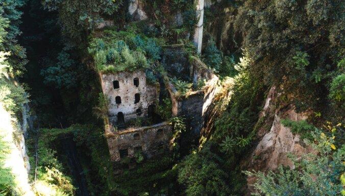 Trīs pamesti ciemi, kuros varu pārņēmuši augi