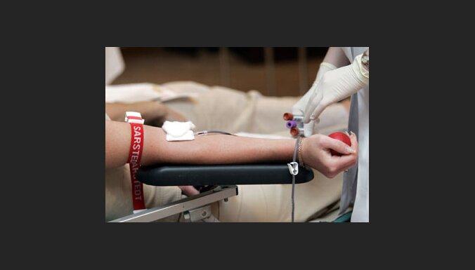 Депутаты и работники Сейма сдали кровь
