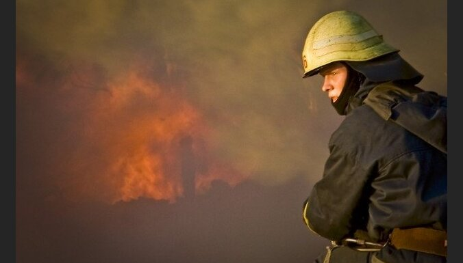 В пожаре в Бауске погибла женщина