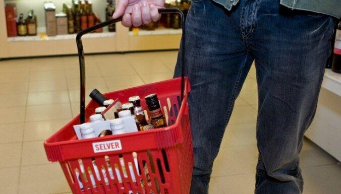 Tirgotāji: pieņemtie grozījumi alkohola aprites likumā paredz arī pircēja atbildību