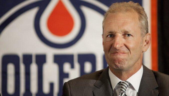 Par 'Oilers' galveno treneri kļūst Krīgers; 'Blues' pagarina līgumu ar Hičkoku