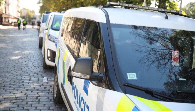 Policija aiztur vēl vienu viltus Covid-19 vakcinētāju grupējumu