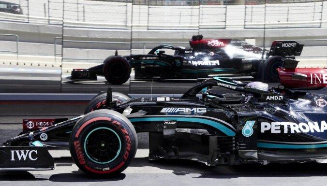 'Mercedes' piloti ātrākie Portugāles 'Grand Prix' pirmajos divos treniņbraucienos