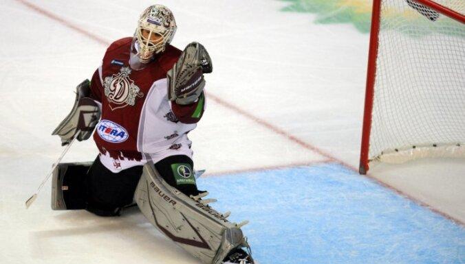 Sestajā spēlē ar 'Torpedo' Rīgas 'Dinamo' vārtos atgriezīsies Holts