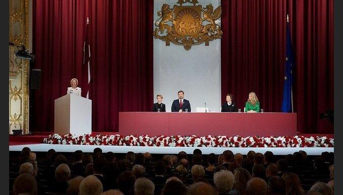 Foto: Saeima Latvijas Republikas proklamēšanas simtajā gadadienā sanāk uz svinīgo sēdi