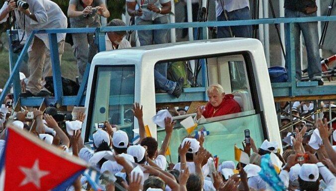 Папа Римский поговорил с отлученным от церкви Фиделем Кастро