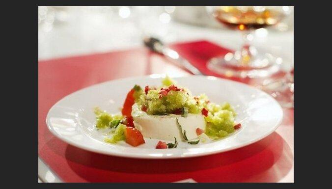 Panna cotta с клубникой и виноградным льдом