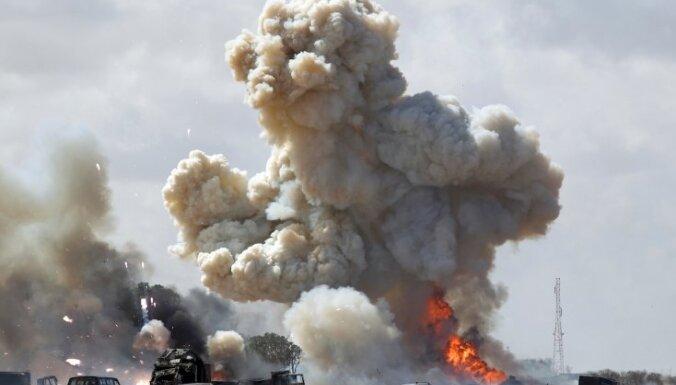 Eksplozijā islāmistu kaujinieku uzspridzinātā NATO degvielas cisternā bojā gājuši 16 cilvēki