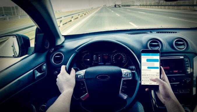 Латвийская полиция закупит технику, чтобы ловить водителей с телефонами
