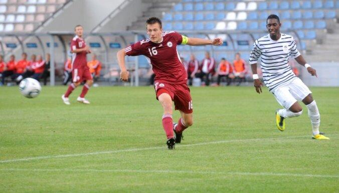 Защитнику сборной Латвии пришлось извиняться на Украине за свою игру (ВИДЕО)