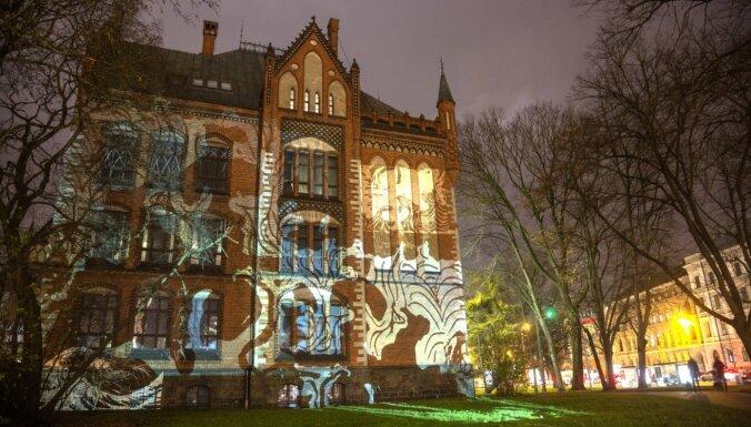 Foto: Galvaspilsēta iemirdzējusies festivāla 'Staro Rīga' gaismās