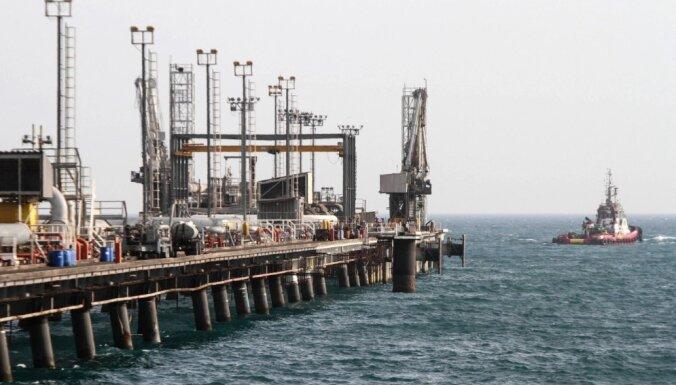 OPEC+ valstis vienojas samazināt naftas ieguvi par 9,7 miljoniem barelu dienā