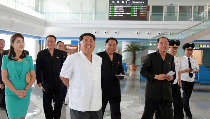 Foto: Ziemeļkorejas vadonis atklāj jaunu un glaunu Phenjanas lidostu