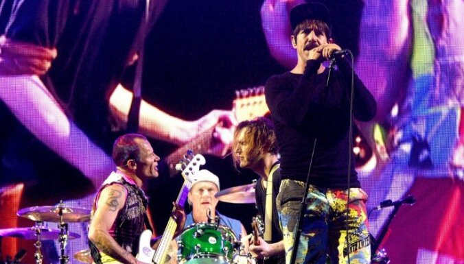 Uz 'Red Hot Chili Peppers' koncertu kursēs speciāls trolejbuss