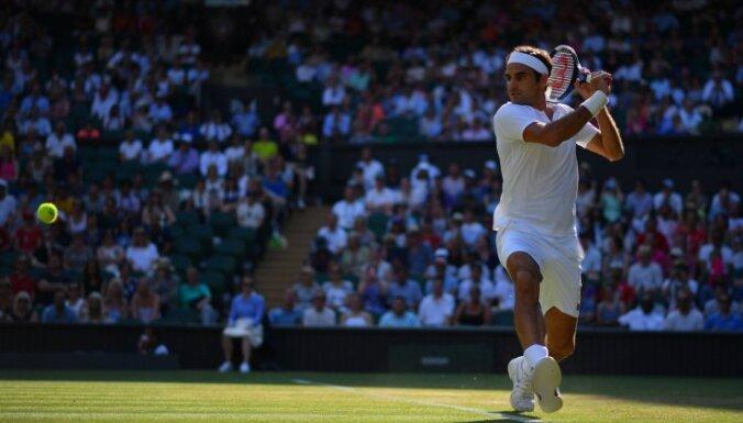 Federers sasniedz Vimbldonas tenisa turnīra ceturto kārtu