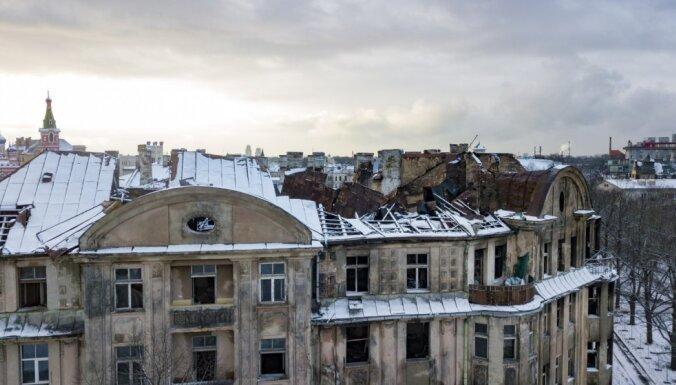 Foto: Liesmu nopostītais Kalnciema ielas nams no putna lidojuma