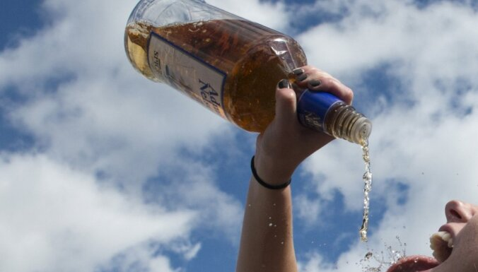 Diennakts laikā uz Latvijas ceļiem pieķerti astoņi dzērājšoferi