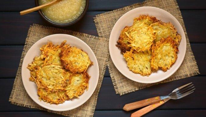 Kā izcept perfektas kartupeļu skaidiņu pankūkas?