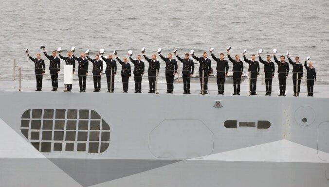 Foto: Latvijas Jūras spēki ar kuģu parādi svin simtgadi