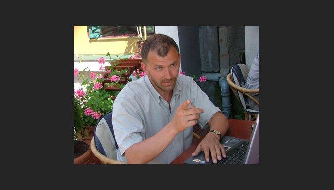 Pabriks: Kazakovs nav Latvijai vēlama persona