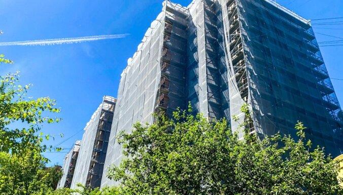 Par 2,4 miljoniem atjauno deviņstāvu ēku Teikā
