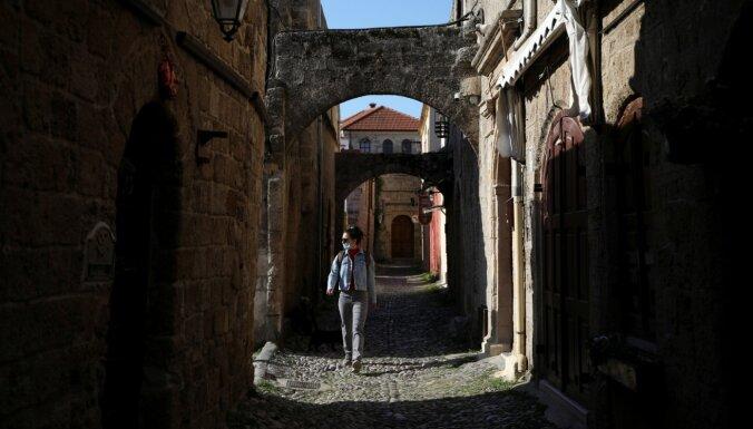 Covid-19: Grieķija atceļ karantīnu vakcinētiem tūristiem