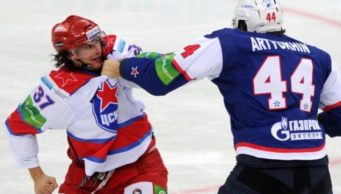 """СКА обыграл """"Динамо"""" Знарка, Артюхин избил Яласваару"""