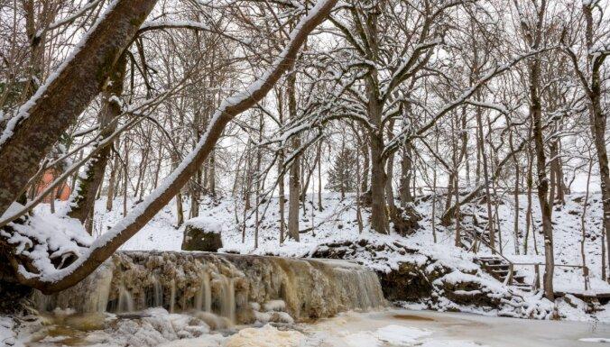 Skaisti arī ziemā: Īvandes rumba un tās ledus rotas