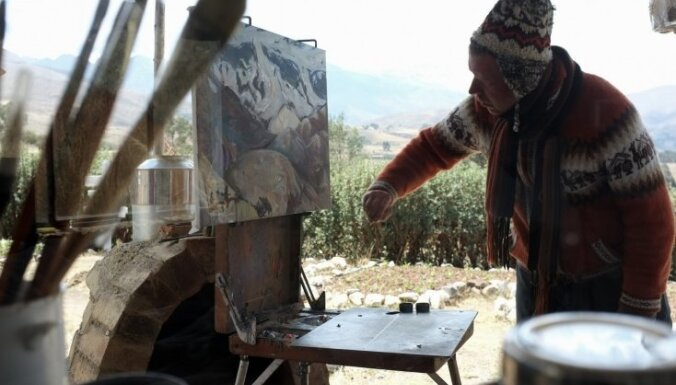 'Splendid Palace' sāks rādīt dokumentālo filmu par mākslinieku Miķeli Fišeru