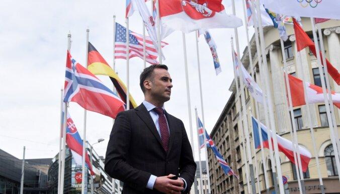 Стакис не вернет официальный флаг Беларуси и снимет флаги Международной федерации хоккея