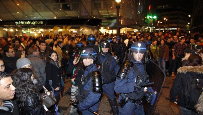 Jaunā gada svinībās Itālijā divi bojāgājušie; Francijā aizturēti 250 cilvēki