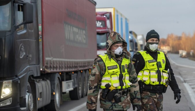'Covid-19': Lietuvā publisko maršrutus, pa kuriem pārvietojās inficētie cilvēki