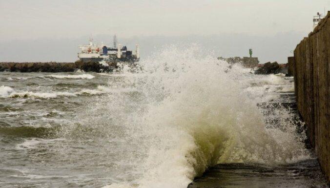 В Латвии буря: 5000 хозяйств остались без электричества, в заливе сила ветра достигла 30 м/с