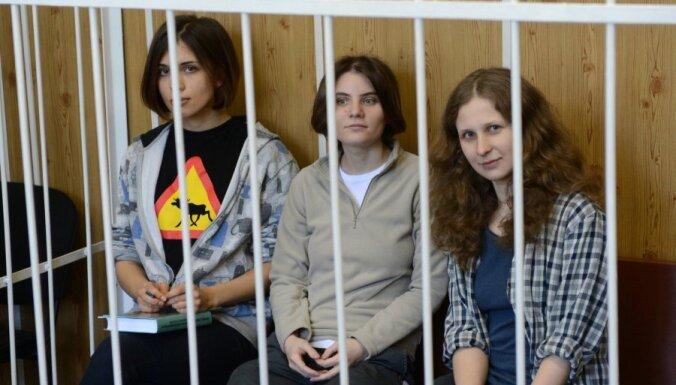 ЕС призывает к справедливому правосудию к Pussy Riot