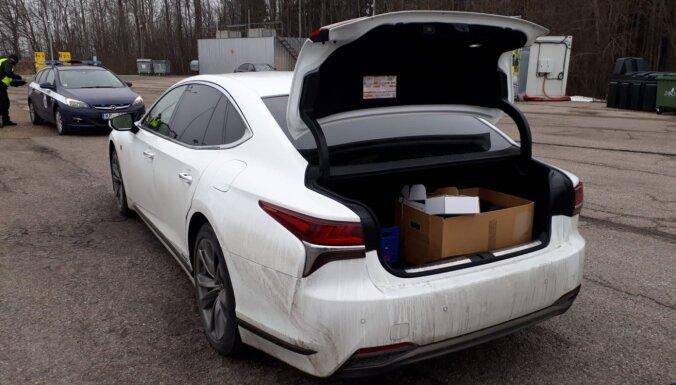У водителя зарегистрированного в Эстонии автомобиля изъяли 65 500 евро наличными