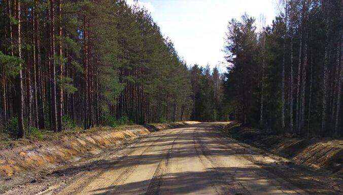 Šķīdoņa dēļ masas ierobežojumi ieviesti 428 valsts autoceļu posmos