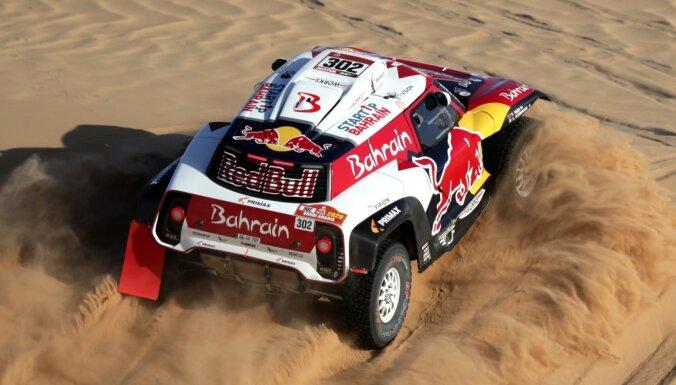 Peteransels uzvar 'Dakaras' devītajā posmā; Al-Atija līdz minimumam sadeldē Sainsa pārsvaru