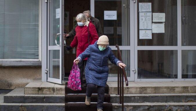 Lietuvā stājušies spēkā jauni ierobežojumi nevakcinētajiem