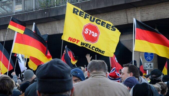 Vācijas pilsētā aiztur 40 vīriešus saistībā ar migrantu organizēto noziedzību