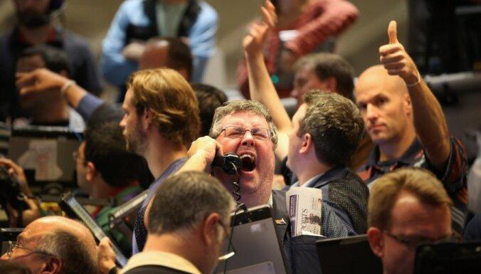 Akciju cenas pieaug, Volstrītas indeksi sasniedz jaunus rekordus