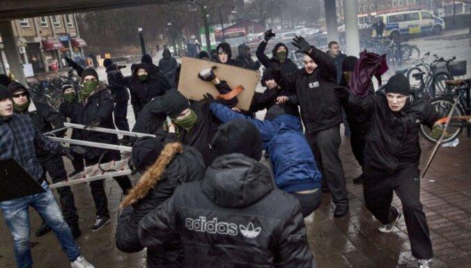 Zviedrijā par viesstrādnieku piekaušanu notiesā kreisos ekstrēmistus