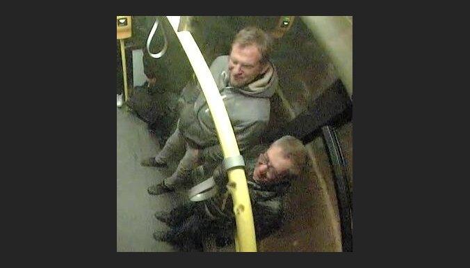 Policija lūdz atpazīt kauslīgu Liepājas autobusa pasažieri